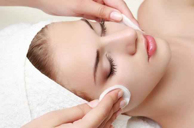 Limpeza de pele é tudo igual? Entenda por que você deve fazer com um especialista